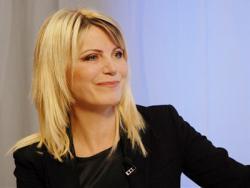 Emma Tekelyová - modelka, televízna hlásateľka, moderátorka, scenáristka, módna návrhárka, spisovateľka