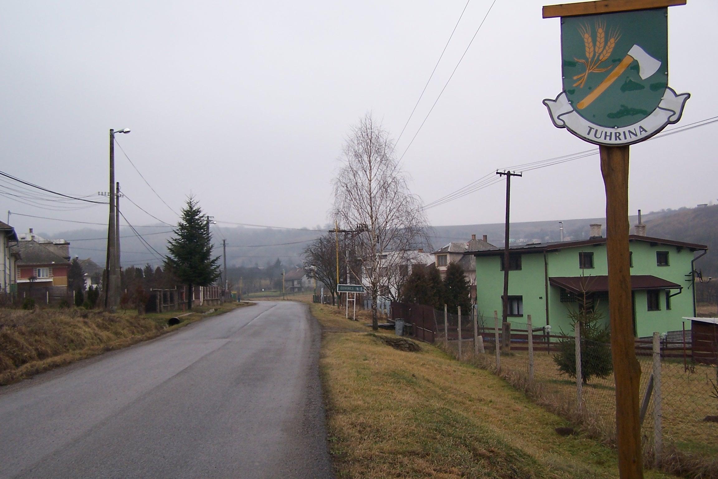 Začiatok obce Tuhrina