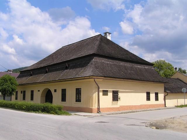 REVÚCA - Prvé slovenské gymnázium, národná kultúrna pamiatka