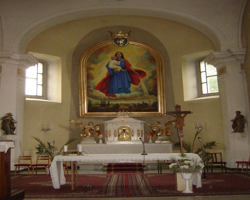 Oltár v kostole