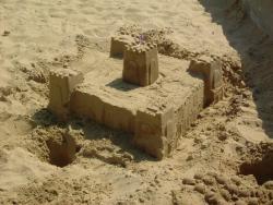 Viete, že ... ... prečo voda drží pieskové hrady pokope?