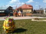 Veľké Chlievany - Vyzdobené námestie na Veľkú noc